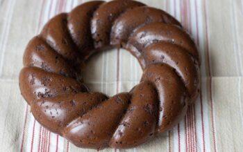 Gâteau au chocolat tout simple moule couronne torsadée Demarle Flexipan