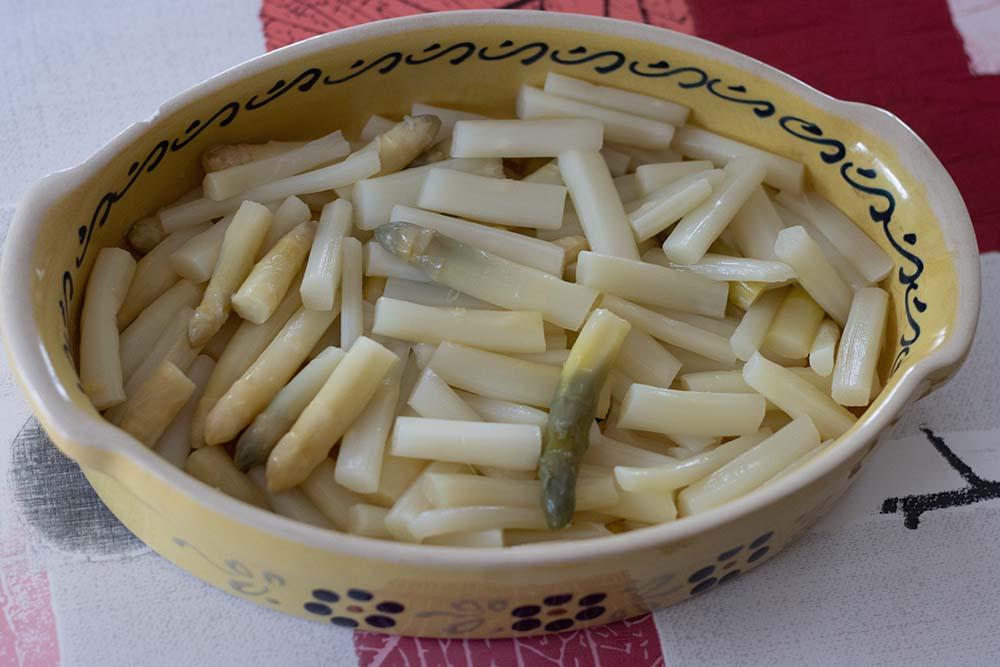 Gratin d'asperges blanches à la béchamel