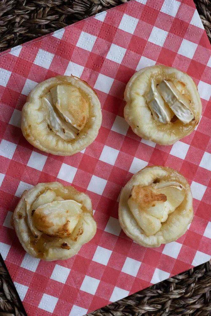 Mini tartelettes au confit d'oignons et chèvre frais 1