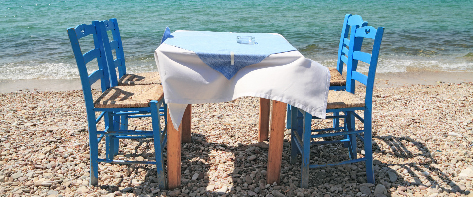 Typical greek tavern - cafe , by the aegean sea Epicerie Grecque